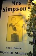 Die koninklike Mrs Simpson is eintlik 'n aristokratiese kat by hierdie restaurant