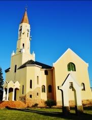 Redelinghuys se kerk is 'n imposante gebou, weliswaar sonder muurskilderye soos die res van die dorp