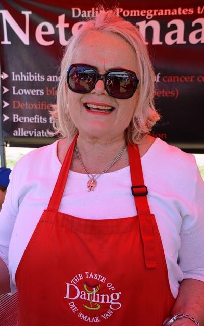Antoinette Versveld van Netgranaat in Darling borrel oor van entoesiasme oor granate en die lewe