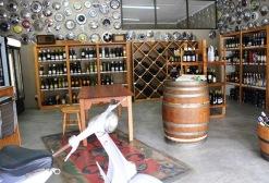 By Winery@R62 is meer as 400 wieldoppe teen die mure waarvan baie 'n storie het om te vertel