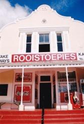 Die gebou staan nog op Bredasdorp, maar Rooistoepies bestaan nie meer nie