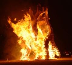 Dis tegelyk hartseer en opwindend om die X Clan-beeld deur Mike Rule & Crew te sien brand