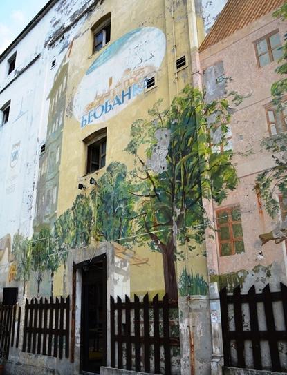 Groot dele van Belgrado is verwaarloos en graffiti is oral, maar die hart van die stad klop warm