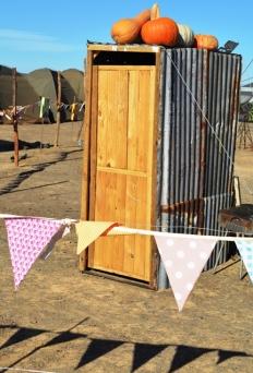 'n Kleinhuisie, slegs vir dekor, by Boerassic Park