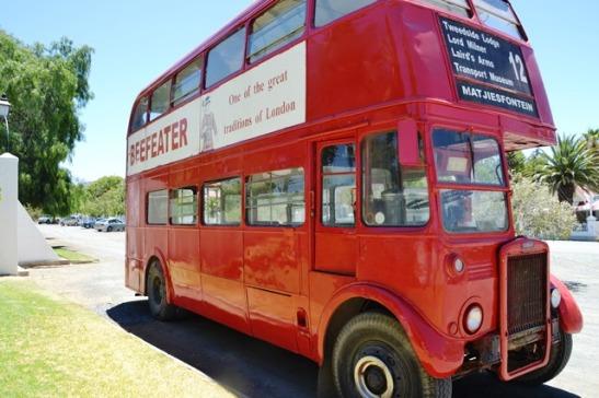 'n Tradisievolle bus van Londen en Matjiesfontein