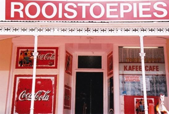 Toentertyd het Bredasdorp se kinders op pad kerk toe eers by Rooistoepies gaan lekkers koop