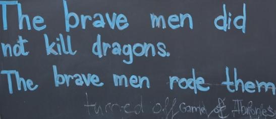 Die gelukbringer van die stad is 'n draak; baie draaklegendes word oorvertel en uitgebeeld waar jy ookal gaan