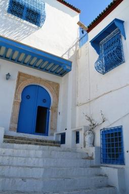 Die hele heuweldorpie Sidi Bou Said is wit en blou