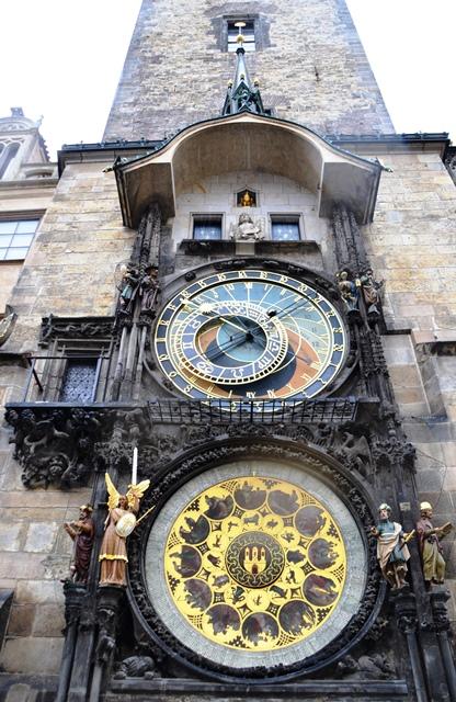 Die Mucha Museum is slegs agt minute se loop vanaf die Astronomiese Horlosie in die hartjie van Praag