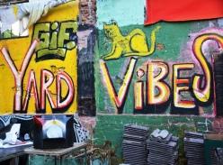 Die strate van Ljubljana is deurtrek met graffiti en straatkuns