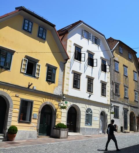 Dis groot pret om met die kabelkarretjie na Ljubljana-kasteel te ry, maar jy sien meer as jy soontoe stap