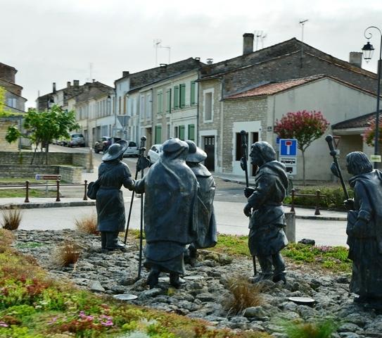 Elke dorpie in die gewes van Saint-Emilion bied baie om te sien en verken