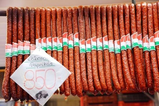 Hongaarse gerookte wors en salami is heerlike peuselhappies of piekniekkos