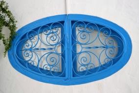 In vroeg 1900's is daar 'n dekreet uitgevaardig dat almal hul vensters en deure blou moet verf