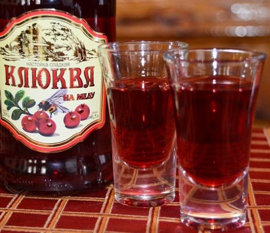 Kersielikeur, nog meer as heuningbier,  help teen die koue, oortuig 'n kelnerin ons in Suzdal buite Moskou