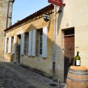 Saint-Emilion is besaai met pragtige wynwinkels
