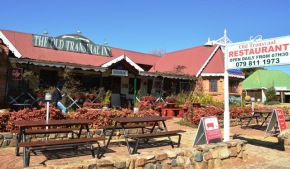 The Old Transvaal Inn sports a restaurant, accommodation, toy shop and an old-fashioned sweet shop