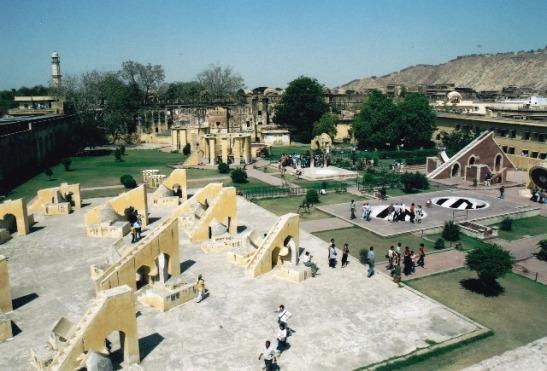 Die uitsig oor Jantar Mantar in Jaipoer