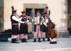 In die Ou Dorp van Krakow is orals straatmusikante te sien
