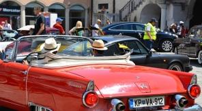 'n Veteraanmotoruitstalling ontlok belangstelling op Titovplein in Koper