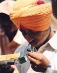Oranje is baie gewild en saffraan word gereeld as tekstielkleurmiddel aangewend