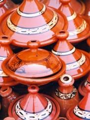 Saffraan is 'n gewilde bestanddeel by Marokkaanse vistagine word; die erdepot met sy puntdeksel en die gereg word 'n tagine genoem