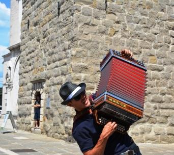 So maak hulle musiek op Titovplein in Koper