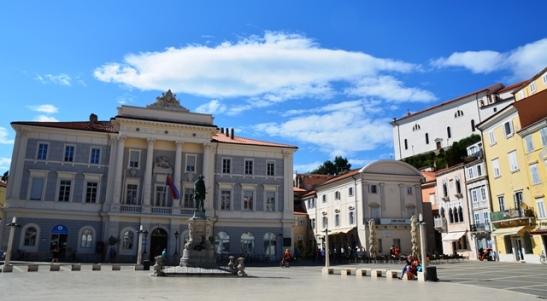 Tartiniplein in Piran is na die violis Giuseppe Tartini vernoem en sy standbeeld pryk in die middel van die plein