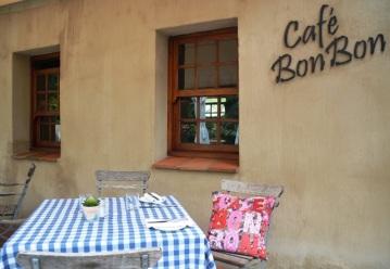 Cafe BonBon in Franschhoek het die lekkerste sitstoep wat jy jou kan indink