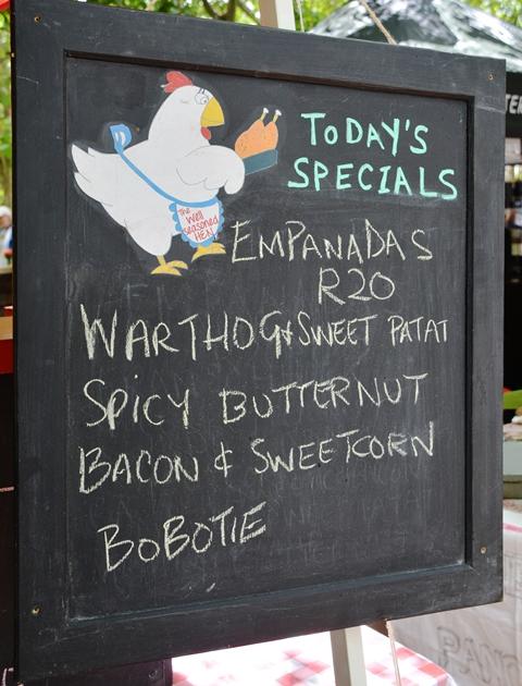 The Well Seasoned Hen ruk die hoender met hul empanadas