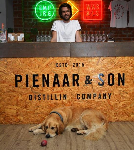 Andre Pienaar en sy geliefde Bear by Pienaar & Son in die hartjie van Kaapstad