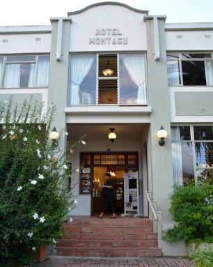 By Montagu Country Hotel wag 'n warm verwelkoming op jou