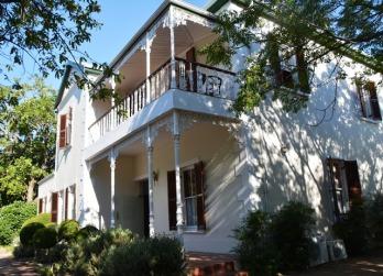 Die Evergreen Manor in Stellenbosch is in 'n stil straatjie naby die Botaniese Tuin en binne stapafstand van die dorp