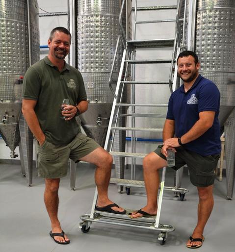 Eugene Kleyn en Stefan Vermaak van Durbanville Distillery is 'n gedugte span as dit by distillasie kom
