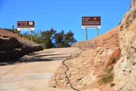 Hier ry jy in as jy vanaf Namibie se kant met die pont oor die Oranjerivier in Suid-Afrika aankom