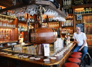 In't Aepjen is a cosy bar in the heart of Amsterdam with an amusing history behind it