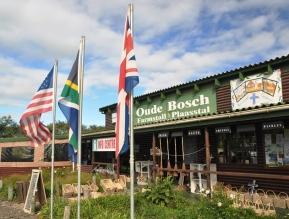 Oudebosch is nie net 'n plaasstal nie; hulle spog ook met 'n toeristeinligtingsentrum en is gelisensieerd om wyn te verkoop