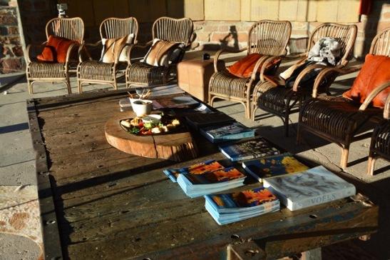 Tyd vir skemerkelkies op een van Spektakelberg se koppe by Naries Namakwa Retreat