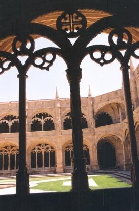 Die beitelwerk van Jeronimos-klooster is iets om te sien, voor of na jy pasteis de nata by Pasteis de Belem geniet het