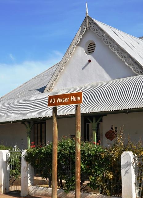 AG Visser se huis neem 'n trotse plek in die hoofstraat van Steytlerville in