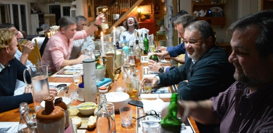 Lede van die Traaiers-whiskyklub proe whisky, leer meer van whiskymaak en filosofeer soms oor die lewe