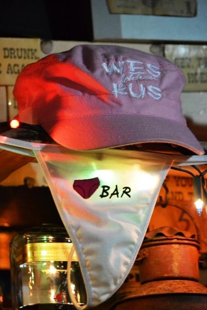 Wes-lekker-kus by die Panty Bar