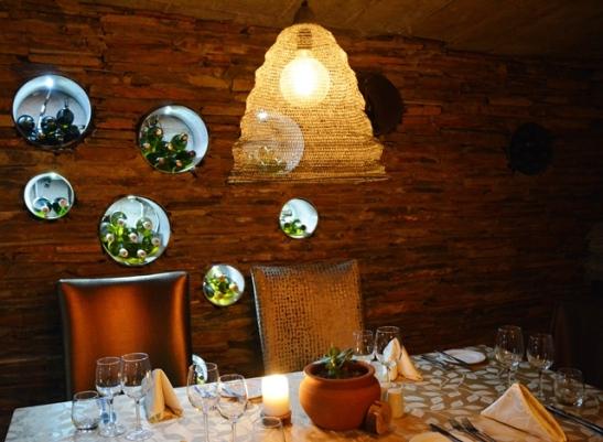 Die ondergrondse restaurant in die wynkelder, 89 on Copper, is elegant en knus
